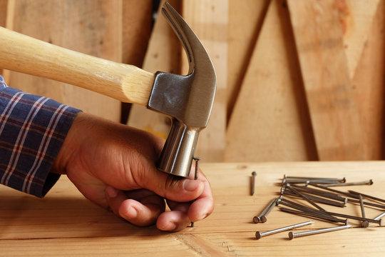 hammer hitting the finger Do not hit nails