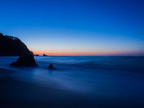 夜明け前の海岸