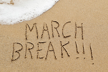 Deurstickers Ontspanning text march break in the sand of a beach