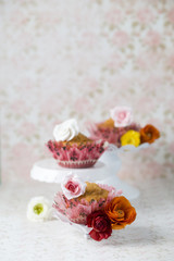 Muffins mit Zuckerrose