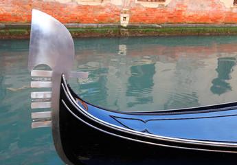 Photo sur Plexiglas Gondoles Big Bow of gondola in Venice Italy