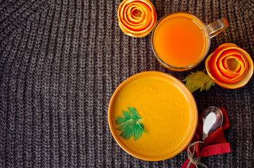 Kürbissuppe und Variante servieren