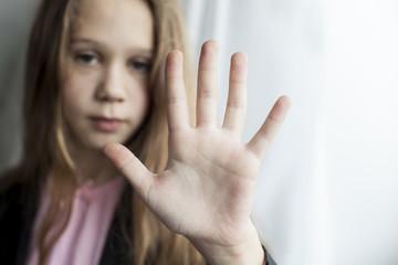 Little serious girl show 5 fingers