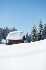 Fototapete - Winter ski cabin in snow mountain landscape. Austrian Alps
