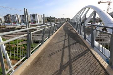 Мост — искусственное сооружение, возведённое над препятствием