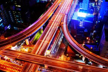 大阪の都会的な高速道路