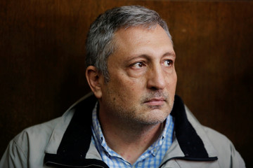 Nir Hefetz sits in the Magistrate Court during his remand hearing in Tel Aviv