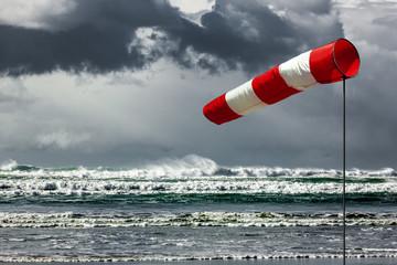Sturmfahne am Meer