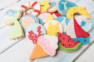 Photo sur Plexiglas Biscuit Butter cookies with summer decoration