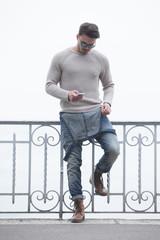 Homme street style dans la rue