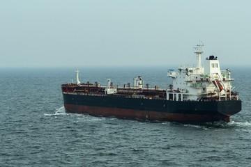 Tanker , wahrscheinlich leer , auf dem Meer