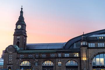 Bahnhof in Hamburg am Morgen