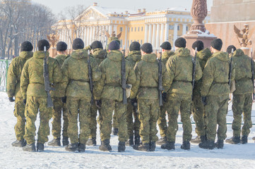 in winter, the construction of soldiers on Palace square