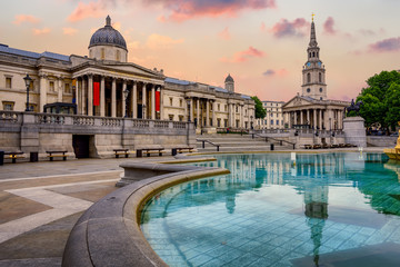 Poster London Trafalgar square, London, England, on sunrise