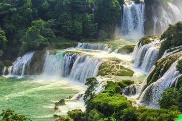 Photo sur Plexiglas Olive waterfall
