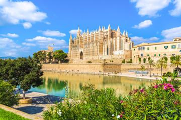 Wall Mural - The gothic Cathedral La Seu at Palma de Mallorca islands, Spain