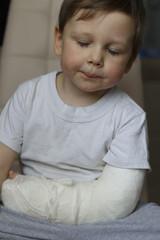 a broken boy's arm hurts