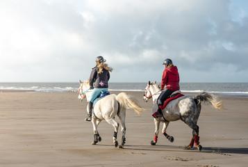 cavalières sur la plage