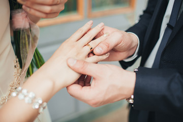 wearing wedding ring ceremony tradition