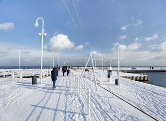Molo w Sopocie w pogodny zimowy dzień
