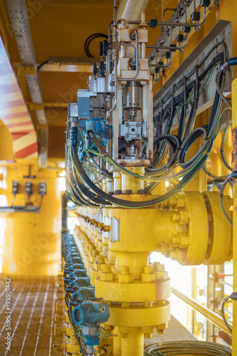 Hydraulic choke valve actuator, valve positioner for control