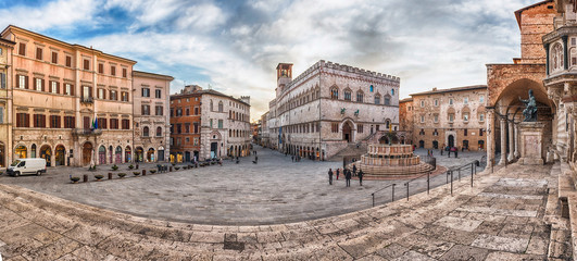 Panoramic view of Piazza IV Novembre, Perugia, Italy Fototapete