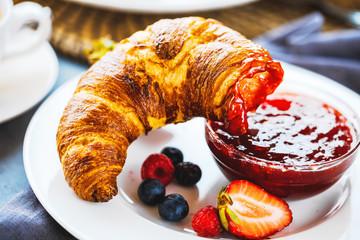 Frische Frühstücks Croissants