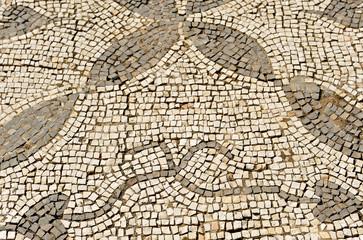 Primer plano de un mosaico romano en Italica, antigua ciudad romana cerca de Santiponce, provincia de Sevilla, España