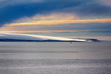 Foto op Aluminium Poolcirkel Arctic Islands Glaciers, snowfields and rock outcrops
