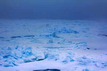 Foto op Aluminium Poolcirkel Pack ice near the North pole in 2016, hummocky polar ice.