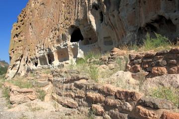 Häuser und Höhlen im Bandelier National Monument New Mexico USA