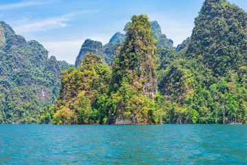 The national park Khao Sok with the Cheow Lan Lake is the largest area of virgin forest in the south of Thailand. Limestone rocks and jungle and karst formations determine the picture of the Park