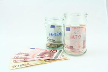 Oszczędności na rower, samochód - banknoty EURO w skarbonce