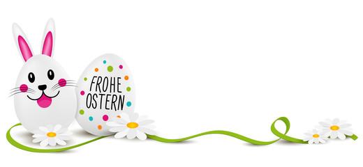 Osterei mit Frohe Ostern - Osterhasen Ei und grünem Band mit Blumen.