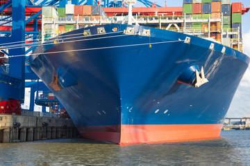 Containerschiff Bug von vorne