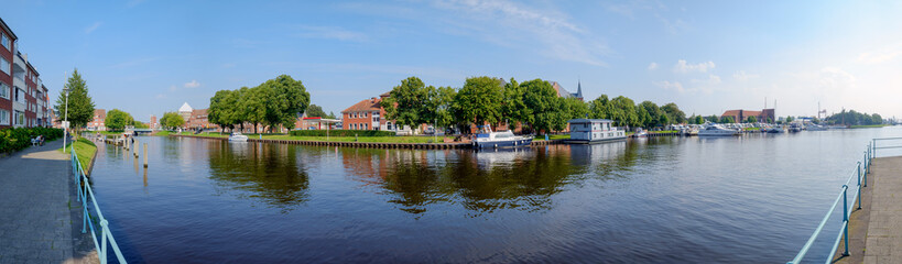 Teil des Hafens von Emden im Panorama