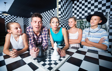 Family of five is satisfied of visit together of lost chessroom.