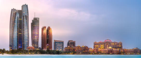 Fotorolgordijn Stad gebouw View of Abu Dhabi Skyline at sunrise, UAE