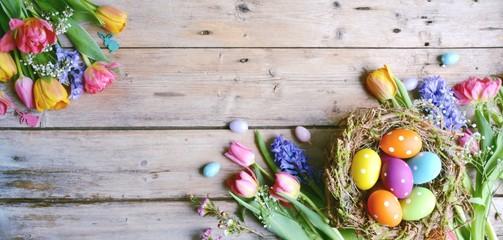 Ostern - Hintergrund Panorama - Nest mit Eiern auf Holz - Vintage