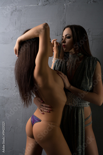 Sexy brunettes pictures