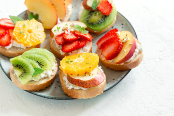 Fruit sandwiches with ricotta cheese