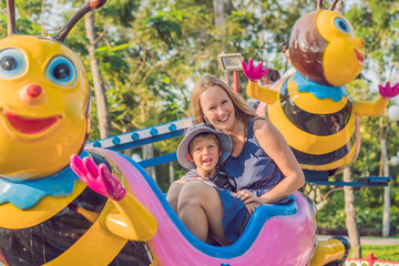 Foto op Aluminium Amusementspark Mom and son having fun at an amusement park