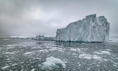 Foto auf Acrylglas Glaciers icebergs on arctic ocean in greenland