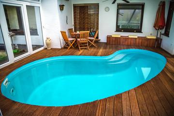 Bilder und Videos suchen: swimmingpool-umrandung