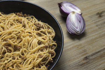 Piatto di spaghetti con sugo alla bolognese