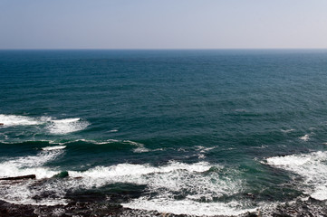 太平洋の押し寄せる波