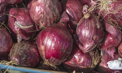 Red onions in market