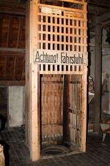 Lastenfahrstuhl in einer Mühle