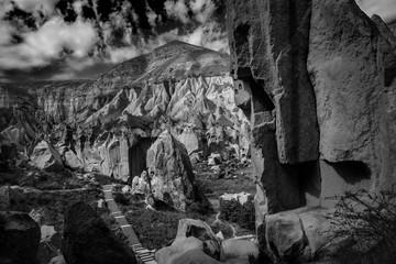 Ein wunderschöner Fels in schwarz weiß in Cappadocia Zelve Valley