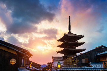 Foto op Plexiglas Kyoto Yasaka Pagoda and Sannen Zaka Street at sunset in Kyoto, Japan.